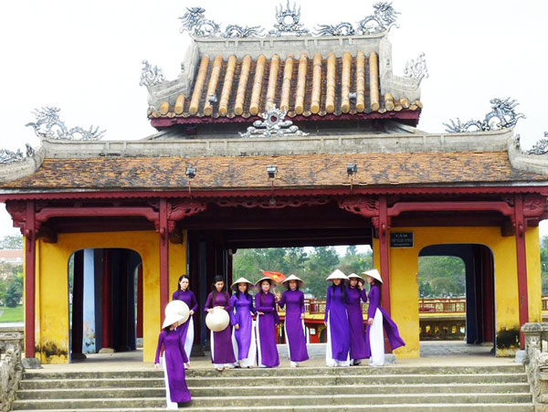 Glance of Hue Imperial City 1/2 day RECOMENDED